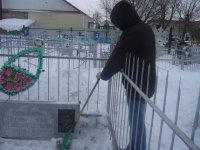 Расчистка снега на могилах Афганцев