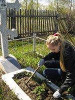 Уборка могил преподавателей КМТ